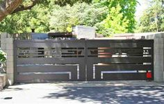 This home, located in Orinda, California, was designed by none other that Frank Lloyd Wright in 1948 for Maynard Buehler. Iron Main Gate Design, Grill Gate Design, Steel Gate Design, House Gate Design, Door Gate Design, Gate House, Fence Design, Home Gate, Front Gates