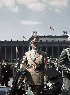 Adolf Hitler im Lustgarten in Berlin Berlin, German Soldiers Ww2, Germany Ww2, The Third Reich, Empire, Historical Pictures, Rare Photos, World History, World War Two