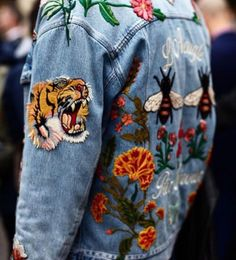 Denim jacket | Patches | Embroidered | Tiger | Streetstyle | More on Fashionchick.nl