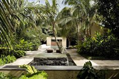 Now we are going to move on to the Shabby-Chic Style Outdoor Design Ideas which can be a very nice addition to your backyard, garden or terrace. Simple Garden Designs, Tropical Garden Design, Tropical Backyard, Tropical Landscaping, Modern Landscaping, Garden Landscaping, Landscaping Ideas, Walkway Garden, Walkway Ideas