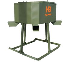 HB Hunting Products protein feeders are manufactured with 16 gauge steel sidewalls and tube steel. Duck Hunting Blinds, Small Pontoon Boats, Deer Feeders, Duck Blind, Hunting Season, Welding Projects, Design Your Own, Ranch, Protein