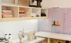 Veja nas fotos como decorar o ambiente e dicas da Bel Lobo.http://gnt.globo.com/casa-e-decoracao/dicas/Quarto-de-costura--como-decorar-e-organizar.shtml