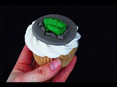 HULK Fist Cupcake Topper - How To - YouTube