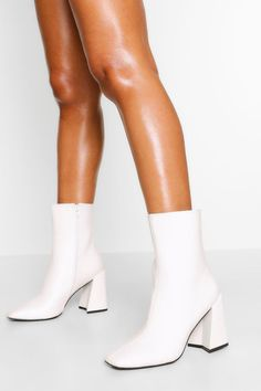 White Gogo Boots, White Heel Boots, Shoes Boots Ankle, White Heels, Heeled Boots, Cute Shoes, Me Too Shoes, 70s Shoes, Stylish Boots
