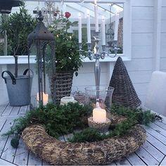 @toveshage #outdoor #vinter #vitahem #vackrahem #decorations #christmas #lyktor #candles #shabby #shabbychic #inspiration #interior #inredning #lantliginredning #lantligthem #countrychic #countryside