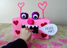12 Coolest Valentine's Day School Party Games — Part 5 – Valentines Day Gift Ideas Funny Valentine, Roses Valentine, Valentine Boxes For School, Kinder Valentines, Valentines Day Activities, Valentines Day Party, Valentine Day Crafts, Valentine Ideas, Valentine Games