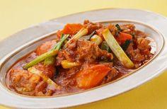 五十嵐さんオリジナルのレシピ。普段は豆腐でつくる麻婆を、さっぱりとした酸味がおいしいトマトでつくります。麻婆は具材や調味料を炒めていく順番が重要なので、動画を見ながらし…