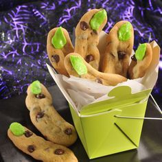 Scary Fingers - so easy! take refrigerated cookie dough, shape into long fingers and cook. Then add green laffy taffy as a fingernail! Halloween Goodies, Halloween Desserts, Halloween Treats, Halloween Party, Halloween Stuff, Scary Halloween, Halloween Pranks, Halloween Eyeballs, Halloween Tombstones