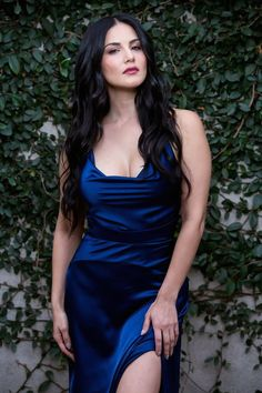 Sunny Leone in Blue Velvet Gown Outfit in Latest photoshoot of Starstruck by Sunny leone Bollywood Actress Hot Photos, Bollywood Girls, Beautiful Bollywood Actress, Most Beautiful Indian Actress, Bollywood Celebrities, Beautiful Actresses, Indian Celebrities, Bollywood Hairstyles, Hollywood