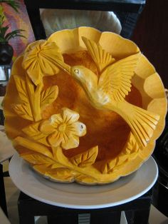 If you want to bring your creative fruits and veggie art to the next level, get inspired by this amazing carved food art from the best kitchen artists worldwide. Fruit Sculptures, Food Sculpture, Veggie Art, Fruit And Vegetable Carving, Food Carving, Pumpkin Carving, Deco Fruit, Fruits Decoration, Amazing Food Art