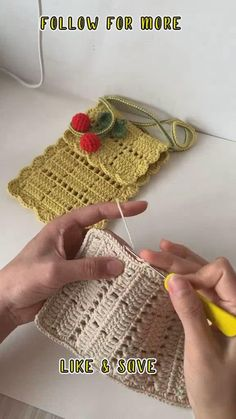 Diy Crochet Bag, Crochet Bag Tutorials, Bonnet Crochet, Mode Crochet, Crochet Videos, Crochet Crafts, Easy Crochet, Crochet Case, Crochet Clutch Bags