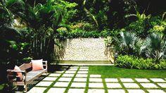 Small garden landscape design ideas creative of landscaping ideas for small gardens garden design landscaping ideas Small Tropical Gardens, Small Front Gardens, Tropical Garden Design, Tropical Backyard, Backyard Garden Design, Tropical Landscaping, Modern Landscaping, Outdoor Landscaping, Back Gardens