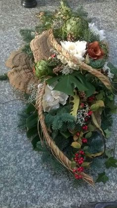 Kule Christmas Flower Arrangements, Funeral Flower Arrangements, Funeral Flowers, Floral Arrangements, Centerpiece Decorations, Flower Decorations, Christmas Wreaths, Christmas Decorations, Holiday Decor