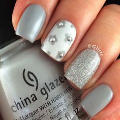 Grey, grey, grey... With a hint of white! My nails are matching the weather we're having, only they're slightly nicer to look at  I used @chinaglazeofficial Pelican Gray, Glistening Snow and @opi_products My Boyfriend Scales Walls. Plus some studs  Also, I woke up to 40k  you guys are incredible, can't believe there are so many of you following me!! Thank you all so much for sticking around!!