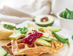 Cheddar waffles with avocado and cranberries - wytrawne gofry z cheddarem i awokado Halloumi, Naan, Cheddar, Waffles, Avocado, Garam Masala, Breakfast, Lunch, Cranberries