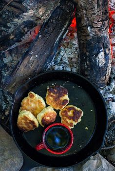 A long weekend, camp coffee and my bannock recipe - Simple Bites Campfire Breakfast, Power Breakfast, Mi Recipe, Open Fire Cooking, Mediterranean Pasta Salads, Recipes With Marshmallows, Camping Coffee, Vegan Pumpkin, Fire Pits