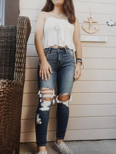 Nice outfit idea to copy ♥ For more inspiration join our group Amazing Things ♥ You might also like these related products: - Ripped Jeans ->. Cut Up Jeans, Cute Ripped Jeans, Ripped Jeans Outfit, Jeans Skinny, Hollister Jeans Outfits, Jacket Jeans, Teenage Girl Outfits, Teen Fashion Outfits, Outfits For Teens
