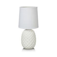 Bordlampa Pineapple från Markslöjd. Fot i keramik, skärm i textil. Liten lamphållare (E14). Max 40W glödlampa eller motsvarande styrka i halogen, lågenergi eller LED. Strömbrytare på sladden. #kidsroom #lamp #light #interior #interiör #inspiration #pineapple #ananas #white #markslöjd #lampa #bordlampa #tablelight