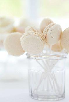 macaroon bianchi - original macaroons.. delicious. <3 <3 (...in the macaroon mood.)