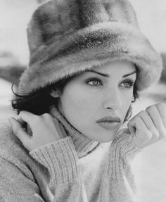 Fur hats are stylish, warm and just personality filled! We bring here some lovely ideas for wearing fur hats in winter for maximum chic and comfy looks! Dreamy Photography, Retro Photography, Zsa Zsa, Pamela, Love Hat, Scarf Hat, Cool Hats, Hats For Women, Winter Hats