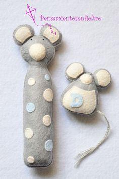 Sonajero y chupetero de fieltro : Ratón gris-hueso