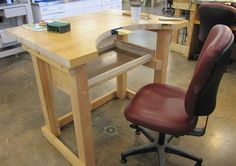 Build Your Own Bench (pdf file) - Art Jewelry Magazine Jewelry Tools, Jewelry Art, Jewlery, Jewelers Workbench, Jewellers Bench, Studio Setup, Jewelry Making Tutorials, Woodworking Projects, Small Spaces