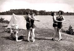 Germany. Dancing by the Wannsee lake, 1920s // Berliner Morgenpost