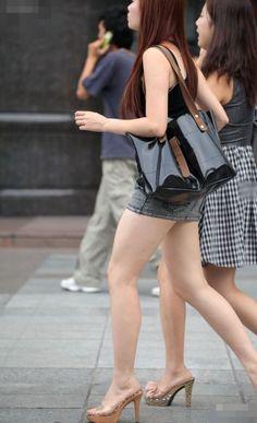 Gorgeous Heels, Beautiful Legs, Beautiful Asian Girls, Tight Skirt Outfit, Girls In Mini Skirts, Nice Legs, Slim Legs, Sexy Feet, Short Girls