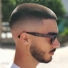 36 Cool & Stylish Haircuts for Men 2019 - Frisuren Manner Stylish Haircuts, Hairstyles Haircuts, Haircuts For Men, Cool Hairstyles, Popular Haircuts, Short Hairstyles For Men, Hair And Beard Styles, Curly Hair Styles, Low Fade Haircut