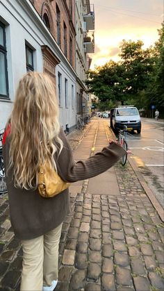 New Hair, Your Hair, Shotting Photo, Tumbrl Girls, Aesthetic Hair, Sky Aesthetic, Flower Aesthetic, Travel Aesthetic, Aesthetic Fashion