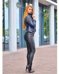 Lovely Ladies in Leather: Miscellaneous Leather Tight Pants and Shiny Leggings (Part Tight Leather Pants, Leather Pants Outfit, Leather Dresses, Leather Trousers, Leather Jackets, Botas Sexy, Leder Outfits, Look Fashion, Womens Fashion