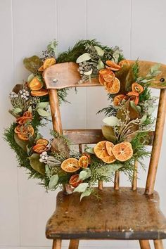 In decades past, a fresh orange in a Christmas stocking was both a rare treat and a Christmas tradition. This easy DIY wreath celebrates the custom with a twist. # Easy DIY wreath DIY Christmas Wreath with Dried Oranges and Florals - Romantic Homes