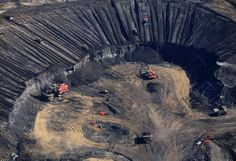 Aerial view of Syncrude Aurora tar sands mine in the Boreal Forest north of Fort McMurray, Alberta (Greenpeace / Jiri Rezac )