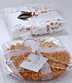 29 Regali di Natale fatti a mano in cucina Baking Packaging, Cake Packaging, Food Packaging Design, Christmas Desserts, Christmas Cookies, Bakers Gonna Bake, Edible Gifts, Handmade Christmas Gifts, Pastry Cake
