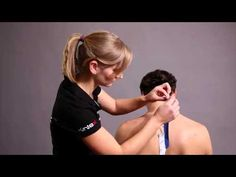 Kinesio Tape Kinesiologie Tape bei Schmerzen im Nackenbereich (HD).mp4