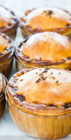 Savoury perfect for lunch on the run. Savoury Pies, Savory Pastry, Pie Pie, Blackbird, Bakery, Muffin, Cooking Recipes, Pudding, Lunch