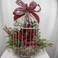 Christmas Bird, Christmas Lanterns, Christmas Table Decorations, Christmas Ornaments, Cardinal Christmas Decor, Holiday Wreaths, Holiday Crafts, Holiday Decor, Christmas Flower Arrangements