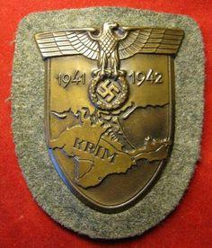 Krim Airborne Army, German Uniforms, Sexy High Heels, Porsche Logo, Ww2, Badge, Germany, Military, Hanging Medals