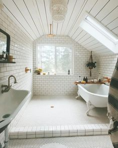 Home Interior Apartment .Home Interior Apartment Dream Bathrooms, Beautiful Bathrooms, White Bathrooms, All White Bathroom, Coolest Bathrooms, Fitted Bathrooms, White Bathroom Interior, Timeless Bathroom, Eclectic Bathroom
