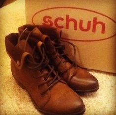 schuh Tempo ii tan lace up ankle boots