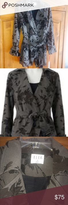 😎🍾 NWT ELLE SHORT TRENCH COAT BEAUTIFUL SHORT CAR LENGTH FLORAL TRENCH COAT. GRAY AND BLACK FLORAL PATTERN. SOFT WITH BELT Elle Jackets & Coats Trench Coats