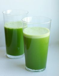 Green Juice - Healthy and delicious (kale, parsley, apples, ginger, lemon juice and honey)