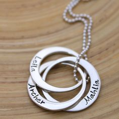 Hand Stamped Personalised Necklace - Russian Rings - Linked Loops - Sterling Silver Pendant- Joined Circles- Name Necklace - Mothers jewelry Circle Necklace, Name Necklace, Washer Necklace, Russian Ring, Hand Gestempelt, Mother Jewelry, Hand Stamped Jewelry, Personalized Necklace, Sterling Silver Pendants