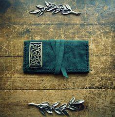 Handmade leather tobacco case Check it here: http://www.individual.gr/p.CHeiropoiiti-dermatini-thiki-kapnoy-me-metalliko-skalisto-stoicheio.790206.html