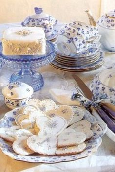Blue Violet tea service and 'dainties' from Victoria Magazine. Love the pretty cookies Café Chocolate, Victoria Magazine, My Cup Of Tea, Tea Service, Macaron, Vintage Tea, Vintage China, High Tea, Coffee Time