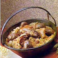 """Casoeula  Ingredienti  gr 700 di costine di maiale gr 300 di salamini """"di verz"""" 1 piedino di maiale qualche cotica fresca di maiale 4 carote, 1 sedano piccolo e 4 cipolline 1 grosso cavolo gr. 200 di burro sale e pepe"""