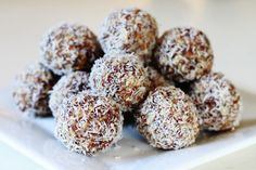 Cacao Coconut Truffles One Life. One Body., Chocolate Coconut Date Balls Raw Edibles, coconut date balls. Coconut Date Balls, Coconut Truffles, Kokos Desserts, Coconut Desserts, Coconut Rum, Sport Nutrition, Nutrition Products, Nutrition Tracker, Proper Nutrition