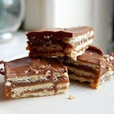 homemade Kit Kat bars, recipe by Paula Deen Just Desserts, Delicious Desserts, Yummy Food, Yummy Yummy, Homemade Kit Kat Bar Recipe, Candy Recipes, Dessert Recipes, Kit Kat Recipes, Dessert Ideas
