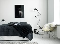 Love the black bedding!