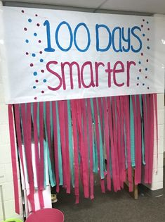 Day Stations - Differentiated Kindergarten - - Get freebies, ideas and station activities for celebrating the Day of School in Kindergarten. 100th Day Of School Crafts, 100 Day Of School Project, 100 Days Of School, School Projects, School Ideas, Middle School, High School, School Stuff, Differentiated Kindergarten